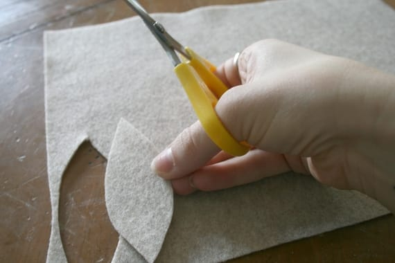 fall garland DIY | scissors and felt