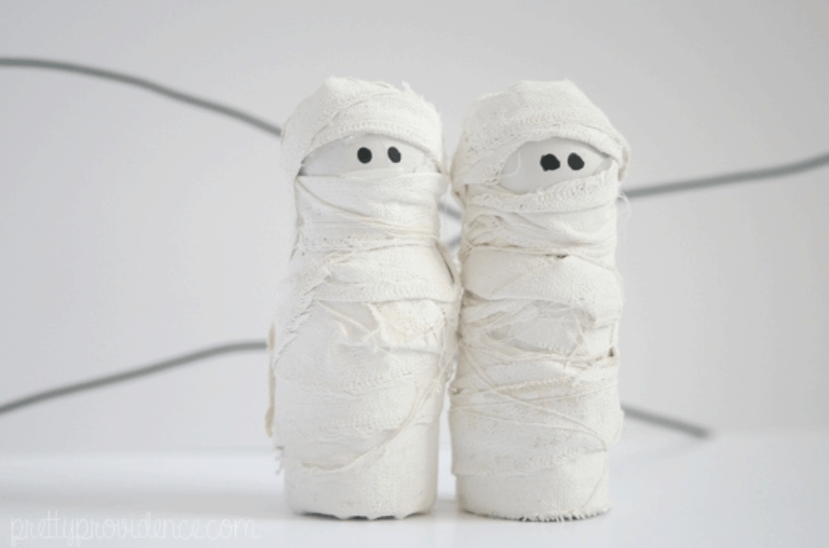 DIY Mini Mummies Halloween Decoration