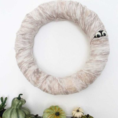 mummy-halloween-wreath