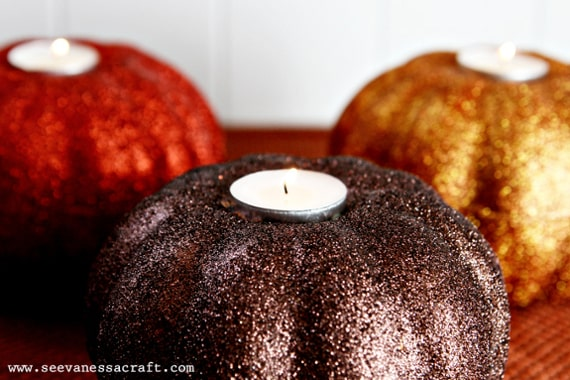 thanksgiving table centerpiece: glitter pumpkin candles