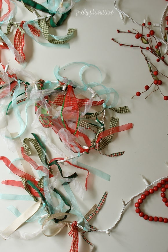 DIY Christmas garland: easy DIY with leftover ribbon and twinkle lights!