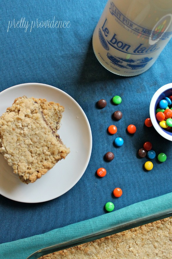 Oatmeal Fudge M&M Bars - Everyone will devour these at your next party! Sooo good.