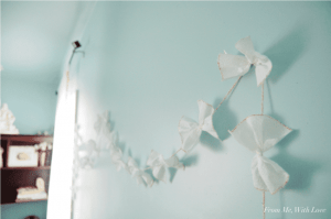 cottonelle-triple-roll-toilet-paper-bow-garland_2