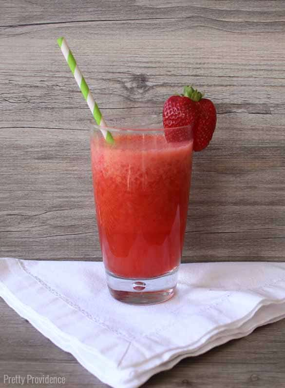 Easy and delicious low calorie strawberry slush!