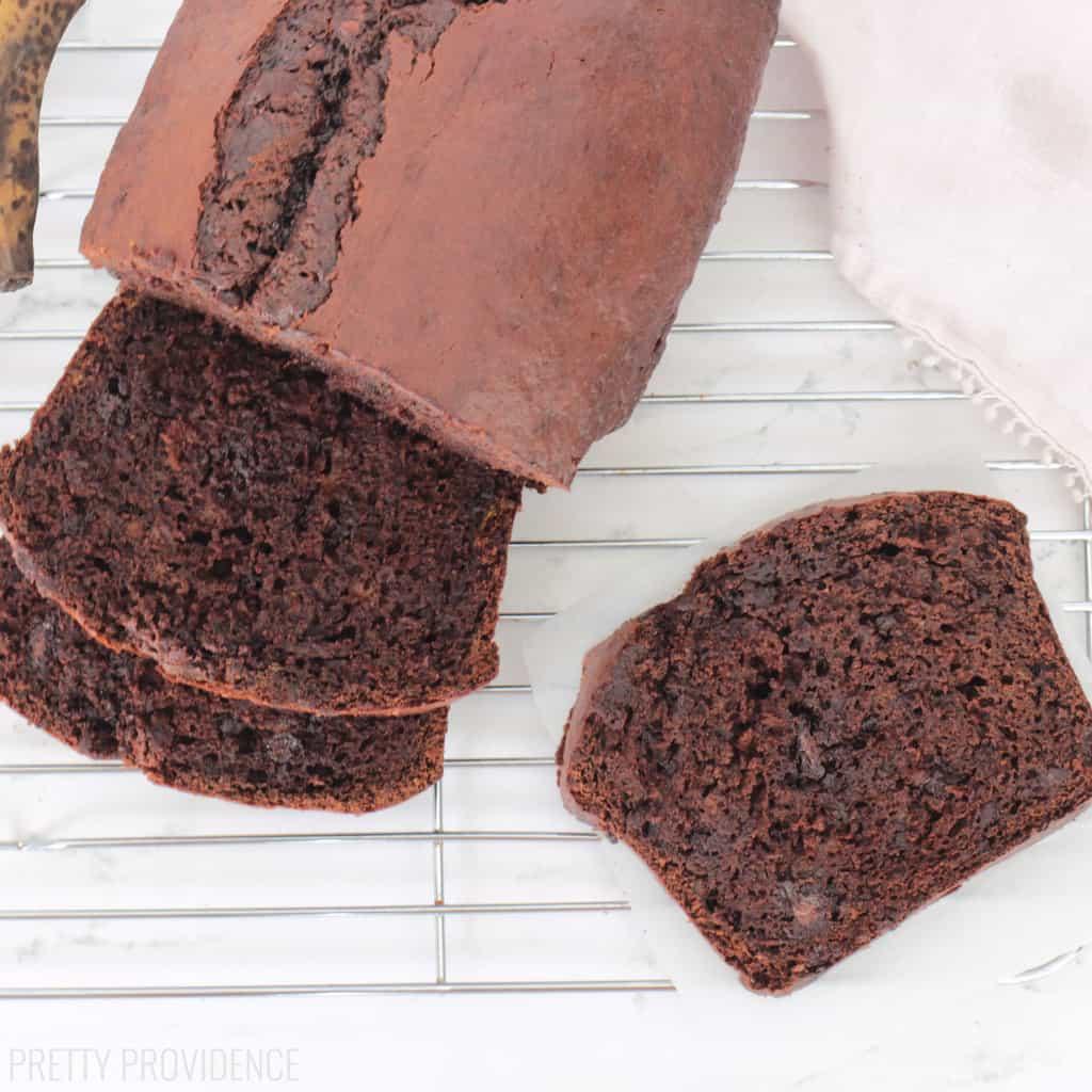 Absolutely amazingly easy chocolate banana bread!