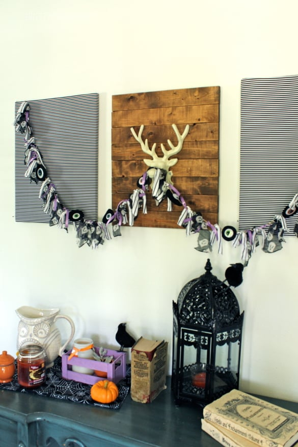 Halloween Eyeball Garland - easy, creepy/cute and cheap to make!
