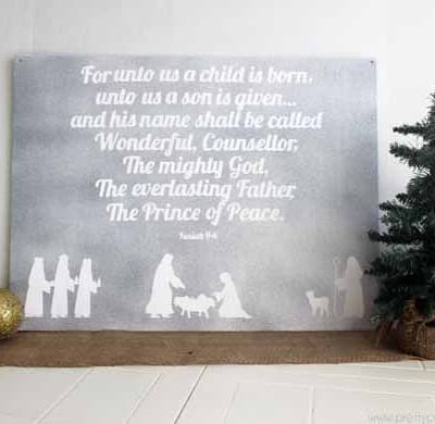 Easy DIY Nativity scene board. I love the sweet simplicity of this. I need more decorations that remind me of the reason for the season.