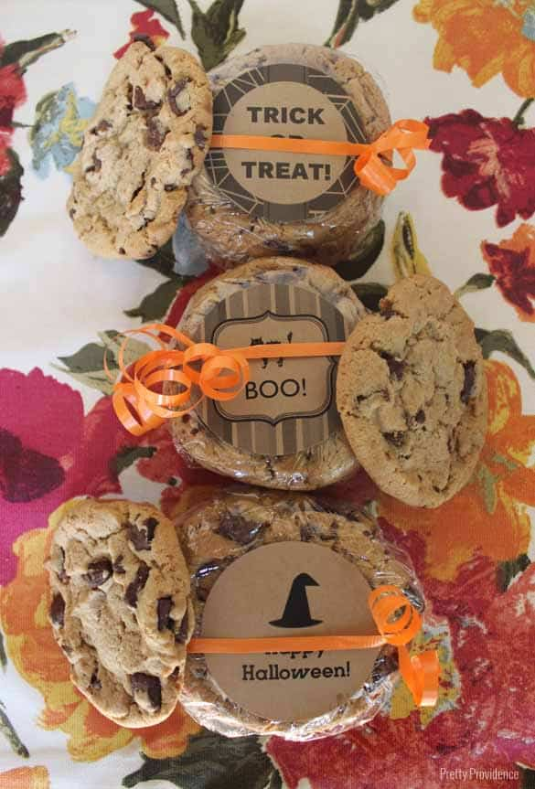 I love how easy and versatile these free printable halloween labels are!