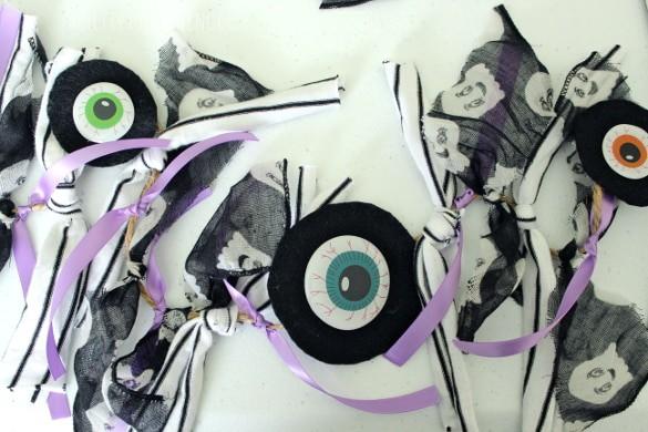 Halloween Eyeball Garland - easy, creepy/cute and cheap to make!
