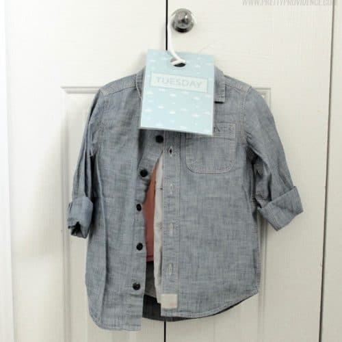 Free Printable Door Hangers To Organize Kids Clothes!
