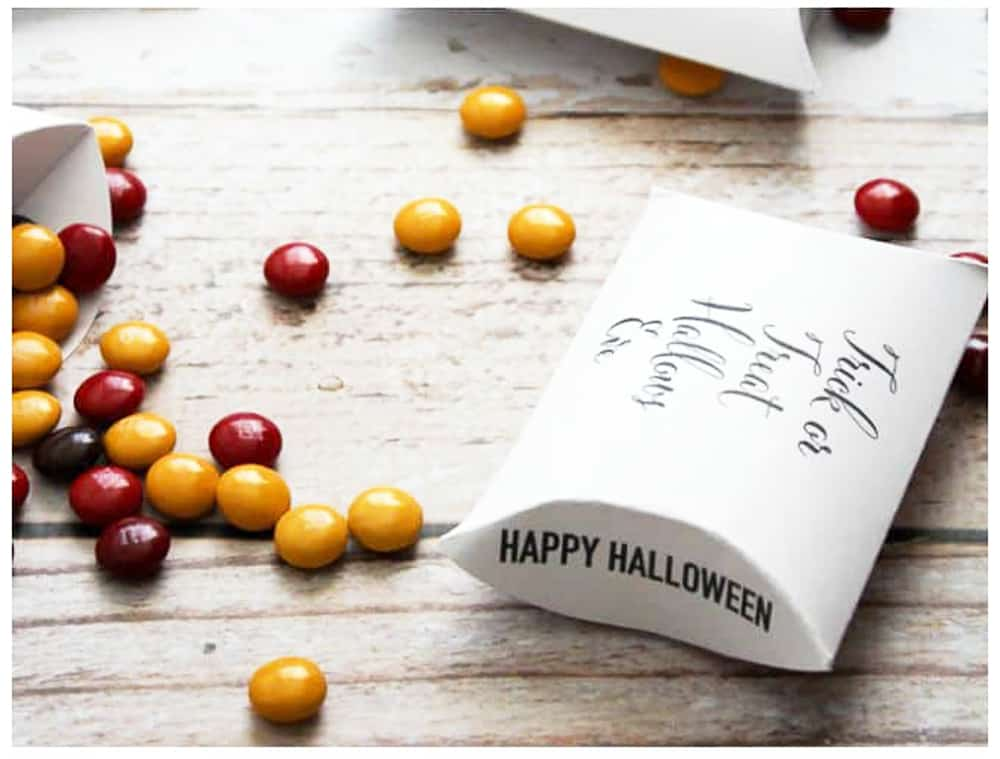 halloween pillow boxes by yellow and red small candies