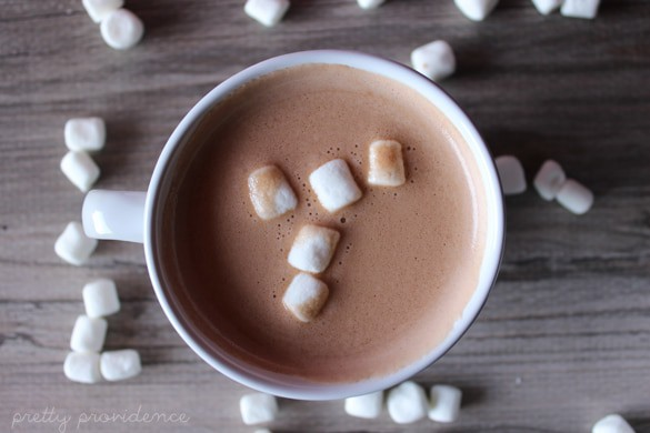 This creamy nutella hot chocolate is out of this world amazing.. and shockingly, low calorie?! So easy and so good, sure to become a family favorite!