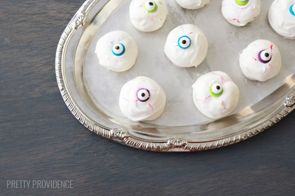 Eyeball cake bites - crowd-pleasing Halloween party food!