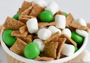 This looks so easy!! St. Patrick's Day Trail Mix