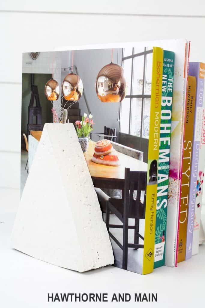 Check out these simple DIY Cement Bookends! I love how easy and modern they look. Totally going to make a few of these!