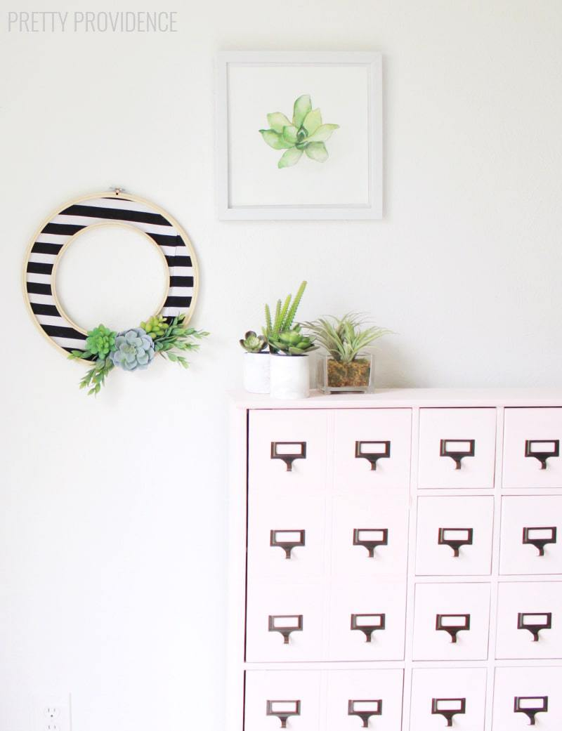 Easy DIY modern wreath with stripes and succulents