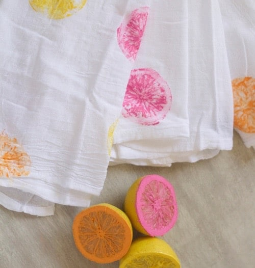Love these Citrus Stamped Tea Towels from makinghomebase.com
