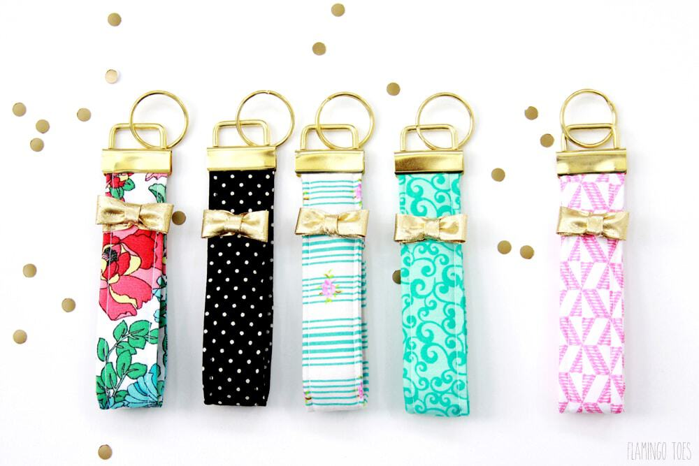 These DIY Kate Spade inspired key fobs are amazing! flamingotoes.com