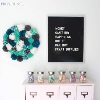 DIY Pom Pom Wall Decor! SUPER FUN right?!? I love this!