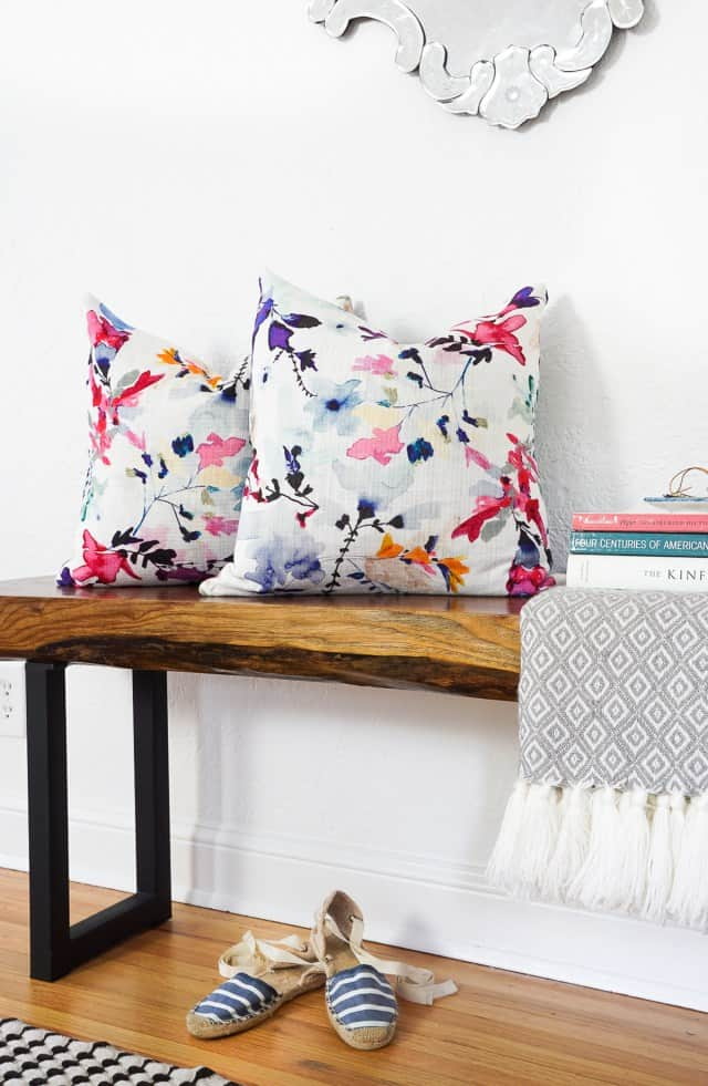Love these NO SEW envelope pillows from Sugarandcloth.com!