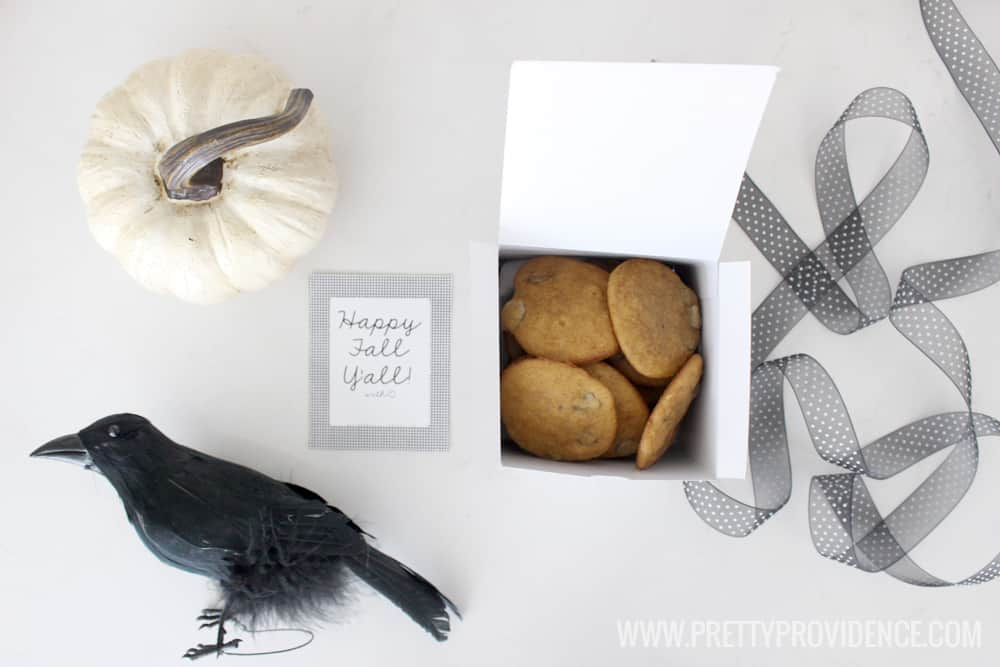 How adorable is this easy fall gift idea?! Love the free printable, too! So classy!