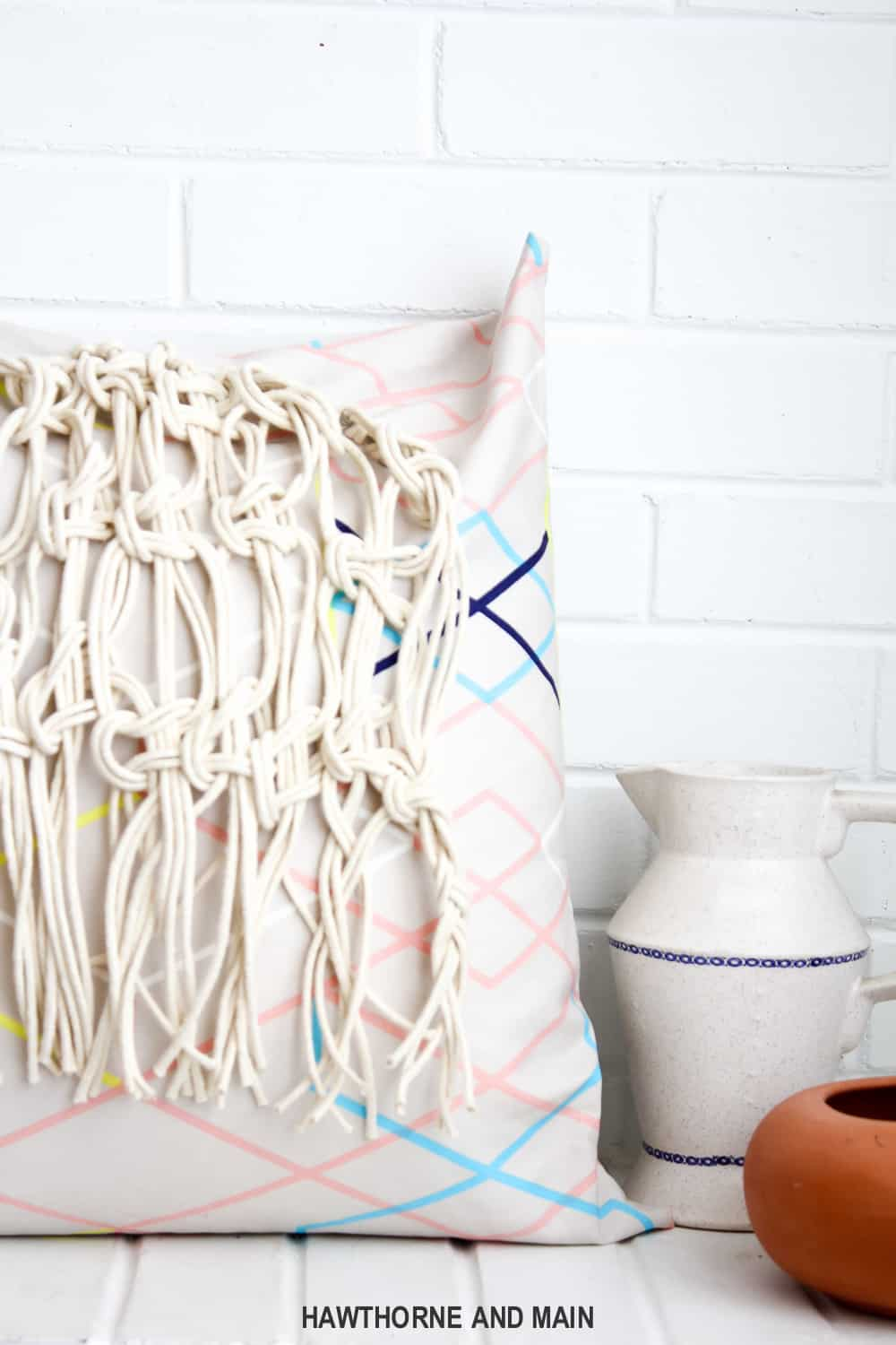 I love this macrame pillow. I am so excited to give this one a try. Macrame looks so fun and you can customize it almost anything!