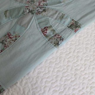 How to dye a quilt - perfect for old dingy quilts that you LOVE but just need a refresh!