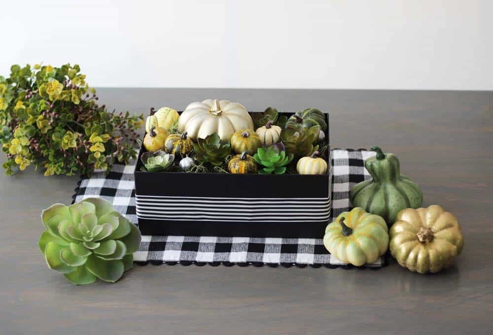 PERFECT fall centerpiece - for Thanksgiving!? Love the succulents and pumpkins!