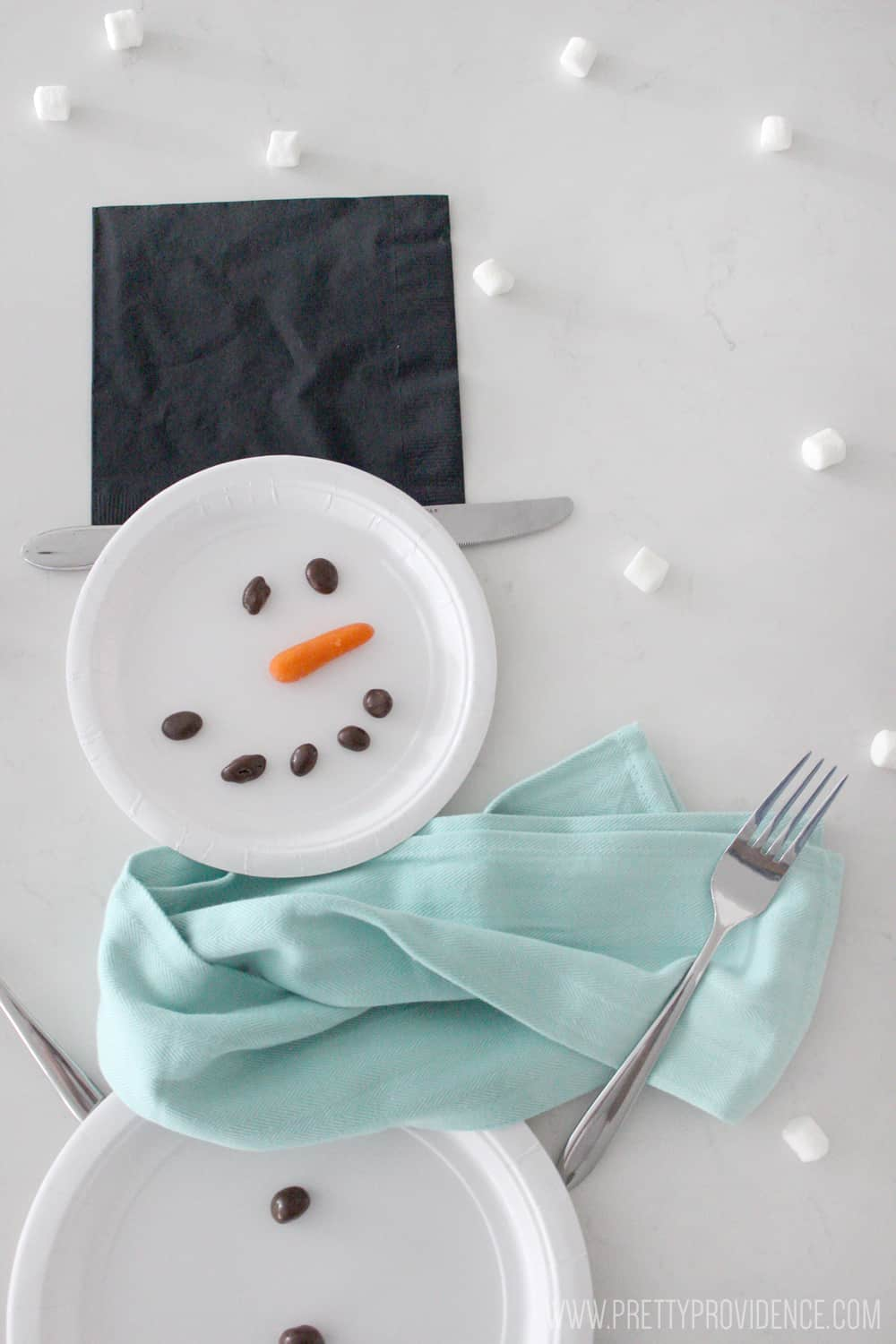 How fun is this easy snowman place setting? So cute and so simple!