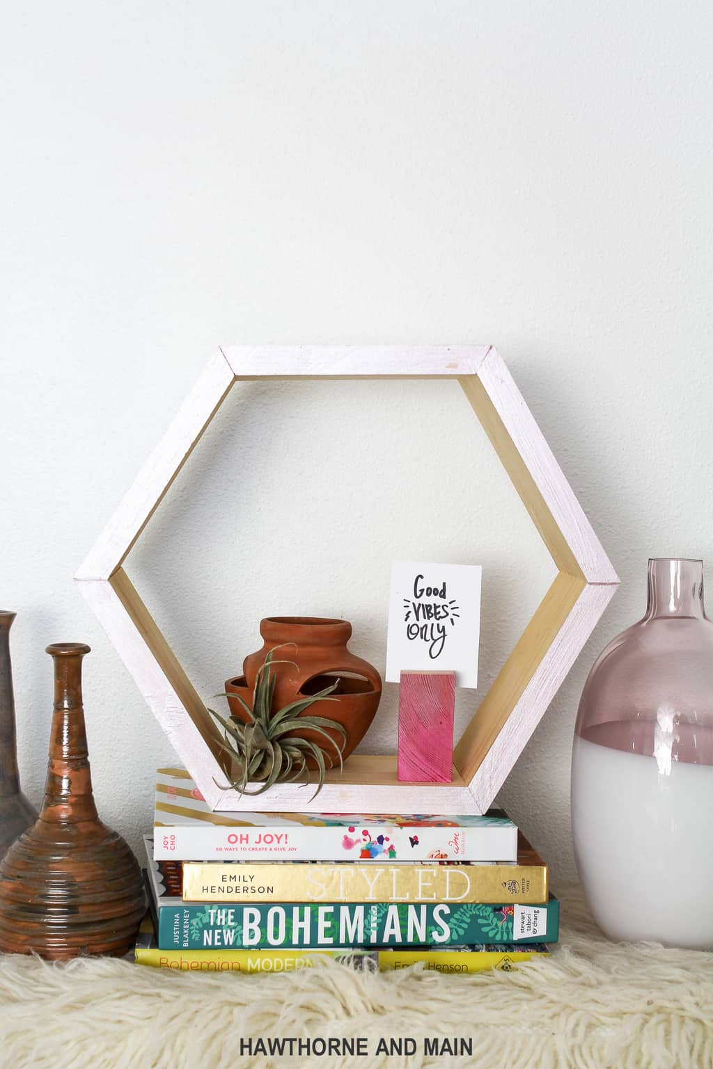 I love this modern DIY hexagon shelf! It looks easy to make and would be perfect for my house!