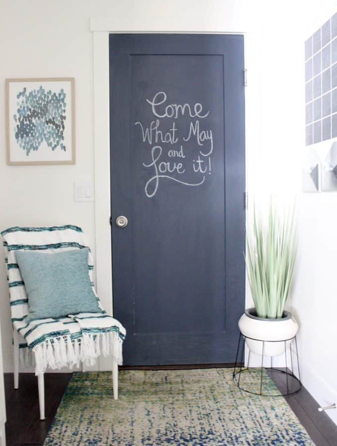 How to paint a chalkboard door! I love this super easy tutorial! So fun for a mudroom, too!
