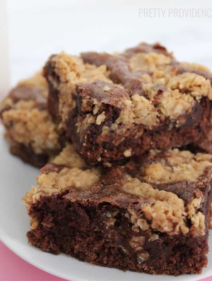 These oatmeal cookie brownies are TO DIE FOR! The perfect combo of both an oatmeal chocolate chip cookie and a brownie!