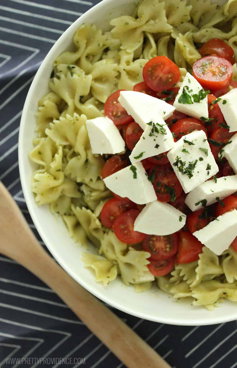 Bruschetta pasta salad! The perfect side dish for any bbq or get together! Or make a big batch and eat it all week for lunch!