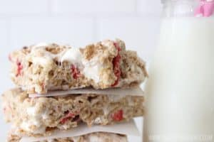 Yummy strawberry cereal bars! So easy to make but so flavorful and delicious!