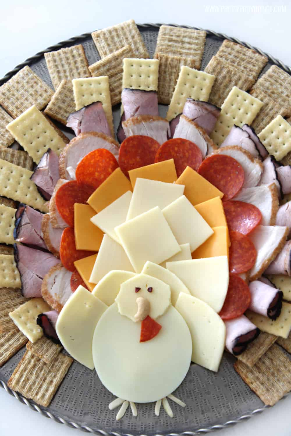 How adorable is this Thanksgiving turkey cheese platter?! It was literally SO easy to throw together, not to mention festive and delicious!
