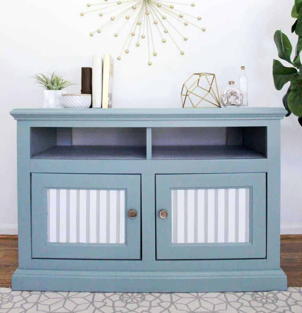 tv-stand-makeover-ftThis painted TV stand is easy to replicate and if you want to paint furniture, this post has the best paint to use and tips for how to prep!
