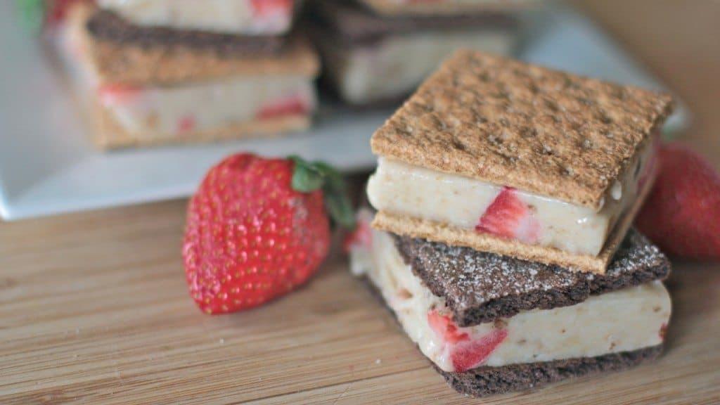 healthy-ice-cream-sandwich-recipe-strawberry-banana-4