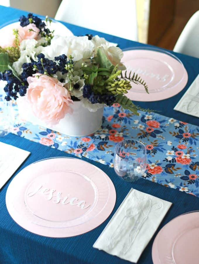 I love this blue and pink floral table setting!! Perfect for a baby shower or spring brunch!!