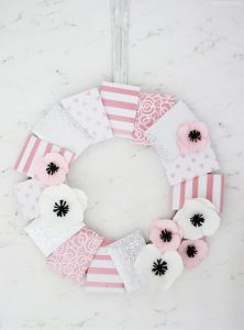 Creative Ways to Gift Gift Cards - Gift Card Wreath!
