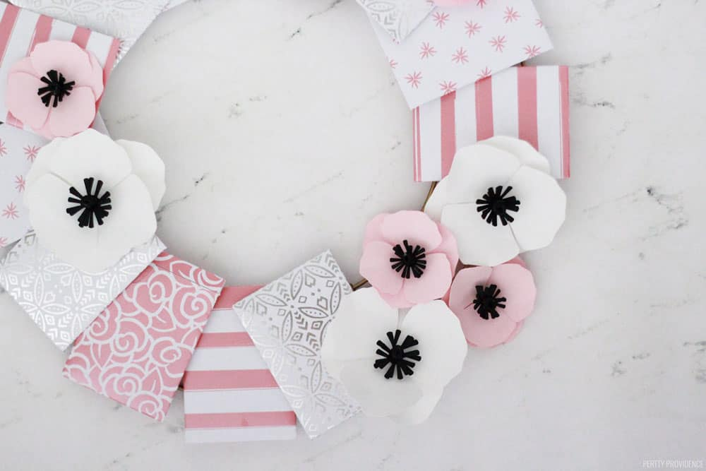 Gift Card Ideas: Wreath with Paper Envelopes