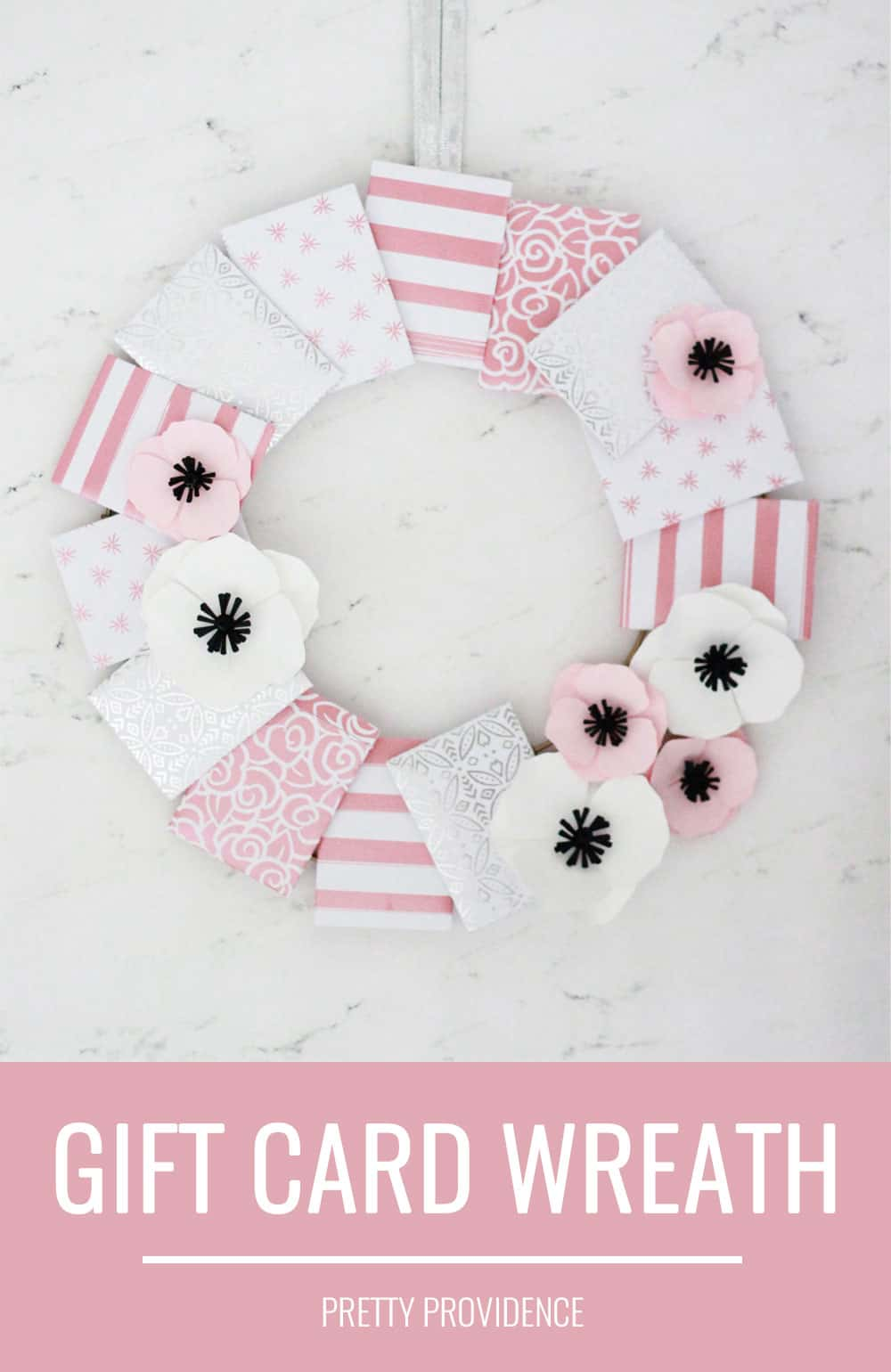 This easy gift card envelope wreath is so fun and creative! I love an easy gift card gift idea!