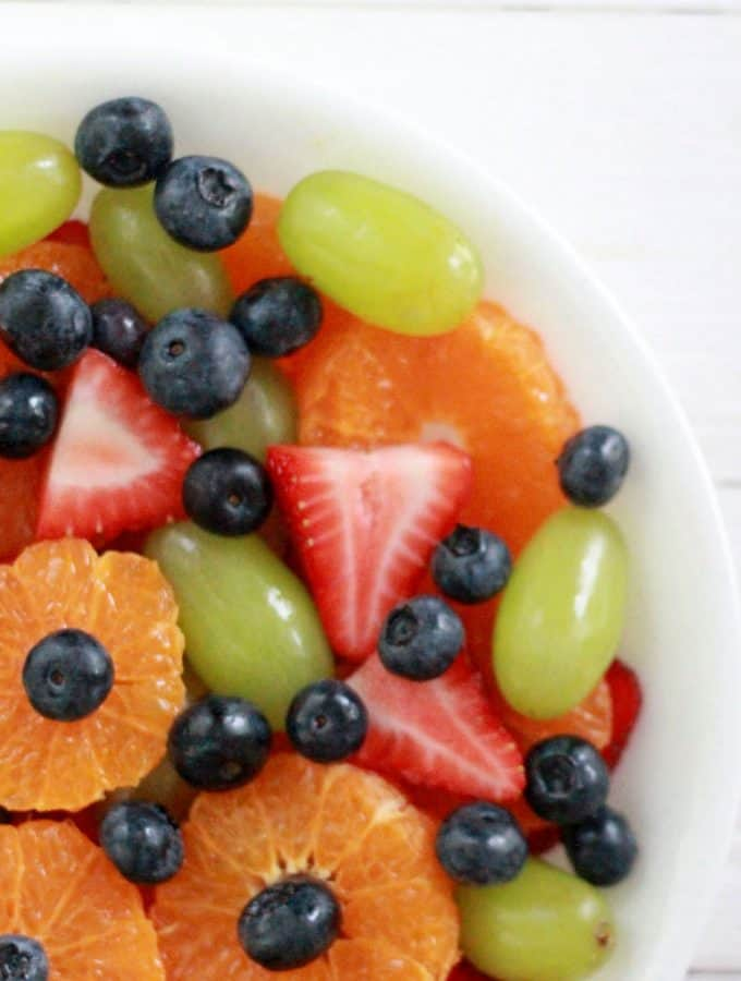 The best easy fruit salad recipe with sweet vanilla pudding dressing!