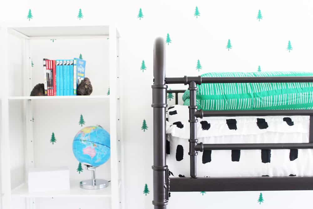 Up close image of beddys zipper bedding!