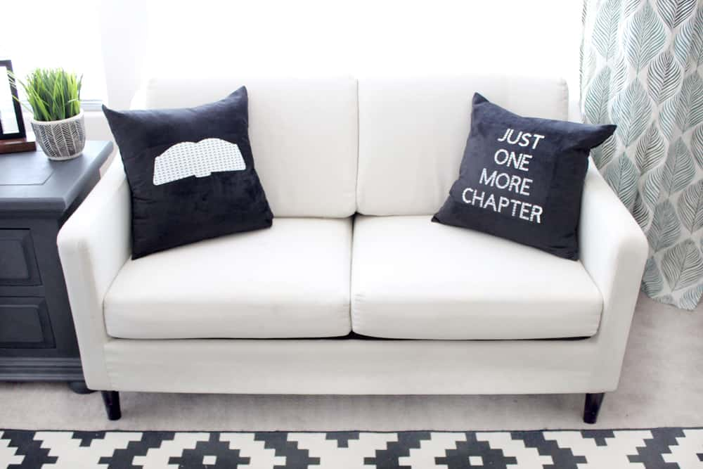 How cute are these diy pillows for book lovers? Would be cute in any color or any room!