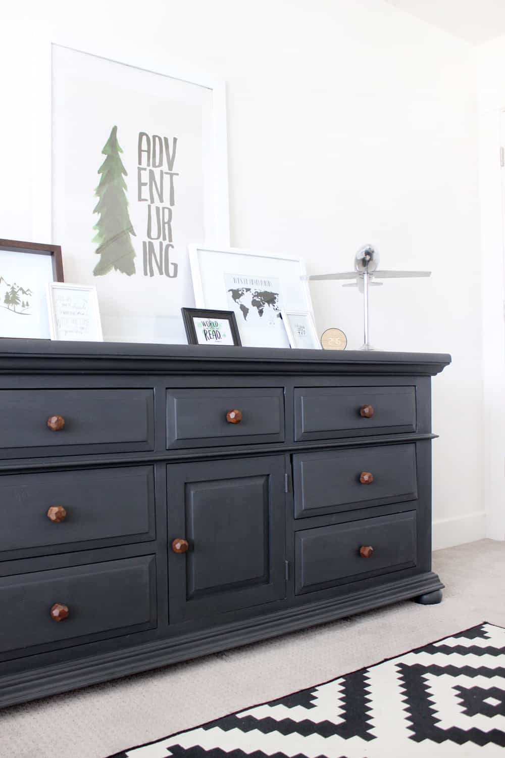 I can't believe the results of this chalkpaint dresser makeover! Honestly it looks like a completely different piece of furniture! SO easy too!