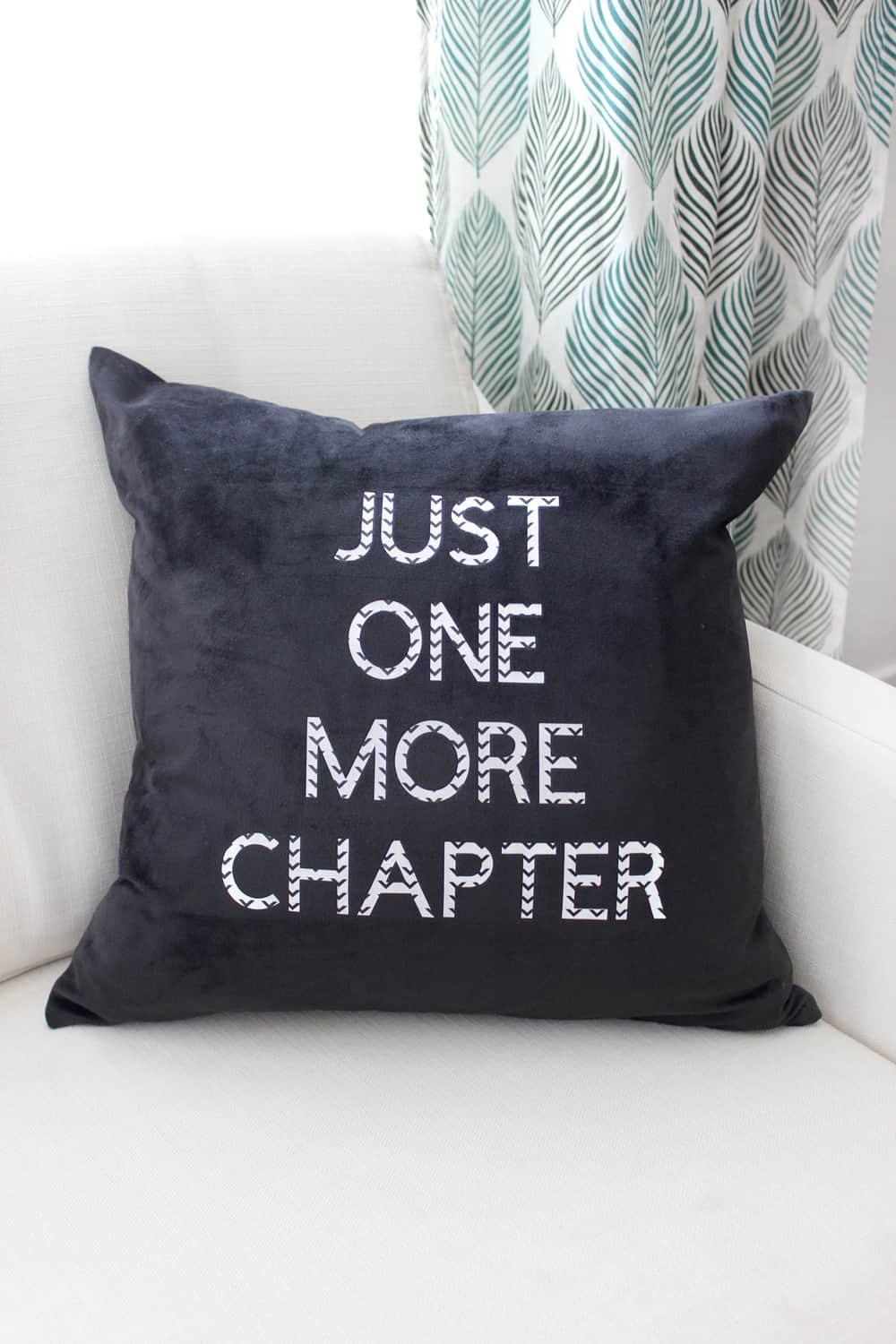 "Adorable DIY ""just one more chapter"" pillow!"