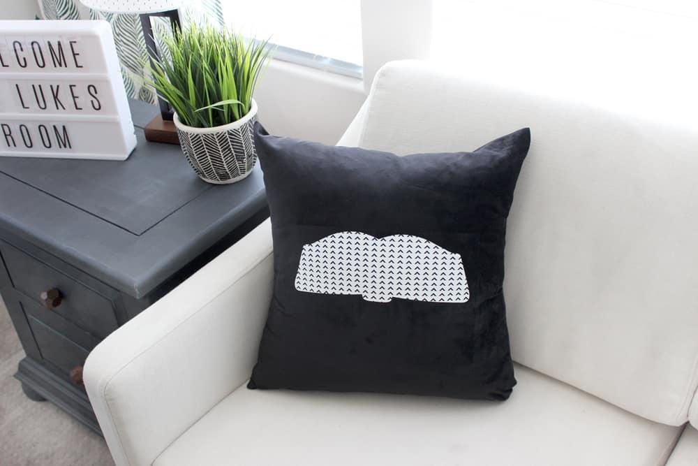 Adorable DIY open book pillow!