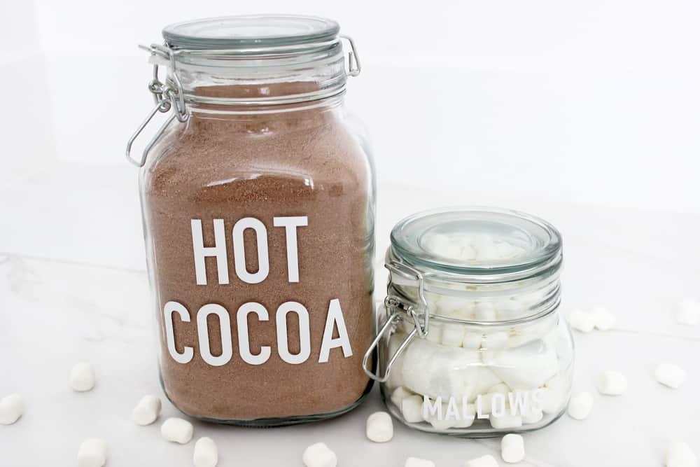 Super cute hot cocoa and mallow jar labels!