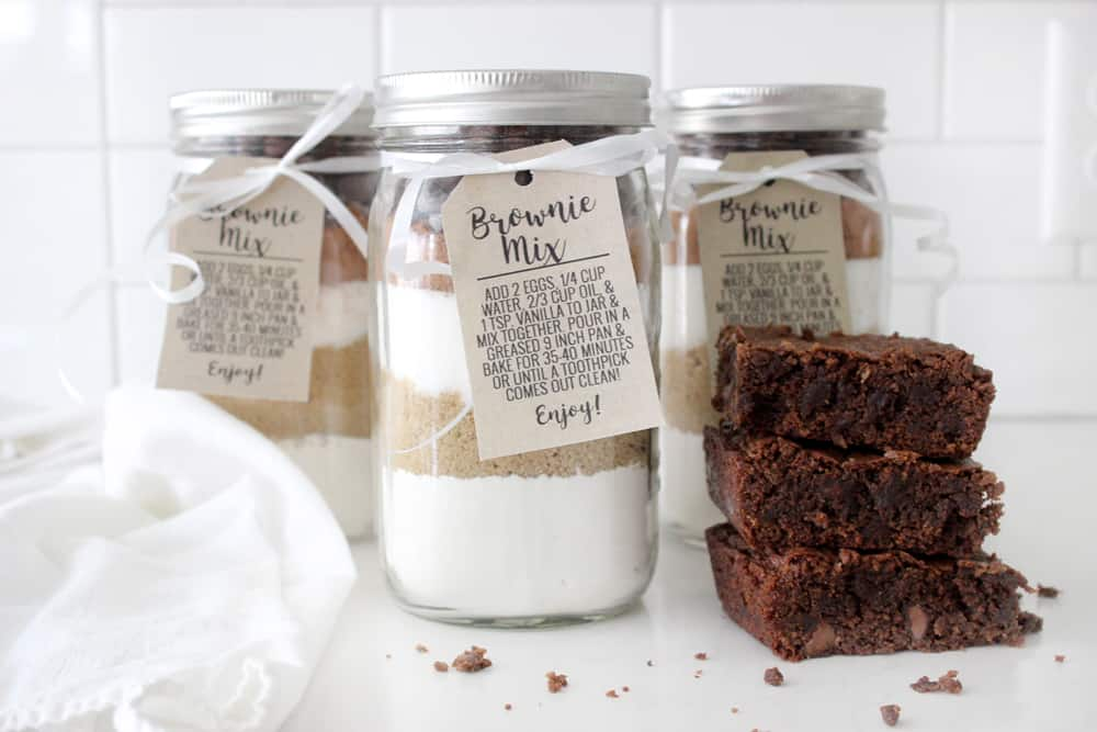 Pre-made brownie mix gift idea with free printable tag! Perfect easy gift for neighbors or friends!