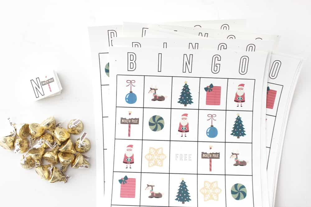 Super fun free printable Christmas Bingo Cards! These would be perfect for any class party, or entertaining those cute little ones over Christmas break!